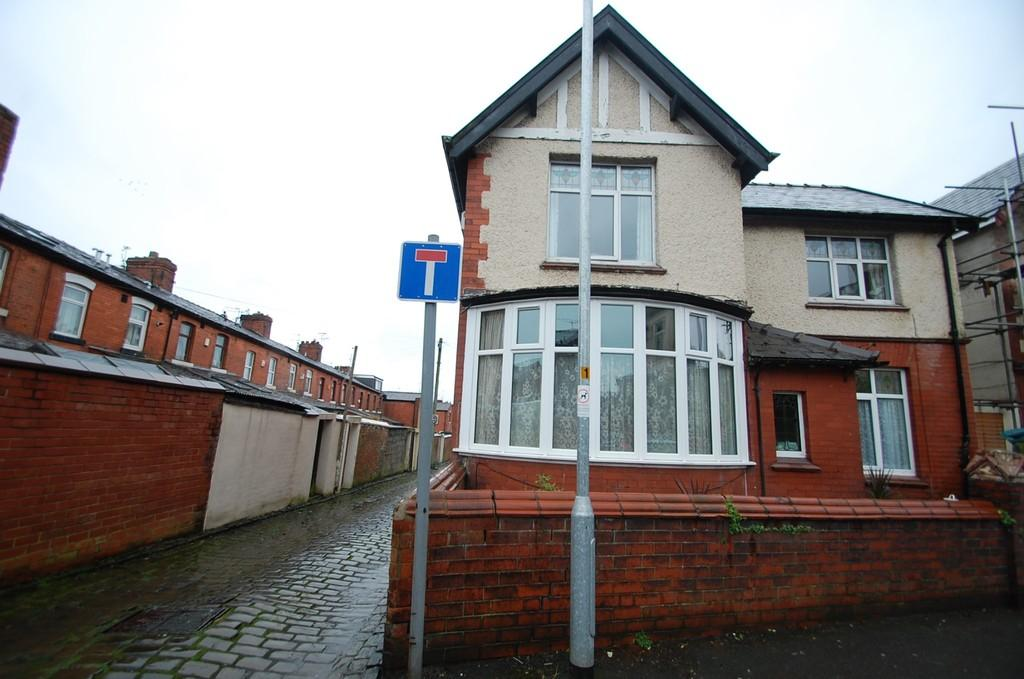 3 Bedrooms Detached House for sale in Markham Road, Witton, Blackburn
