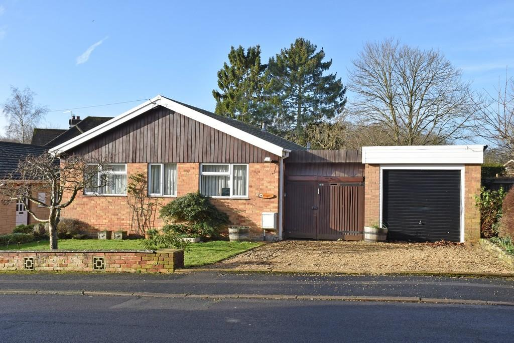 2 Bedrooms Detached Bungalow for sale in Godalming