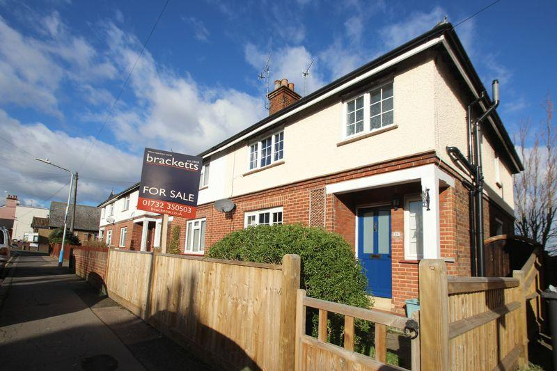 3 Bedrooms Semi Detached House for sale in Douglas Road, Tonbridge