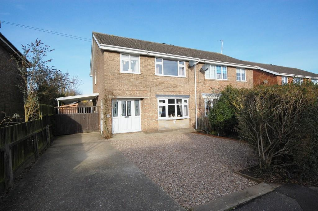 3 Bedrooms Semi Detached House for sale in Louth, Chestnut Drive