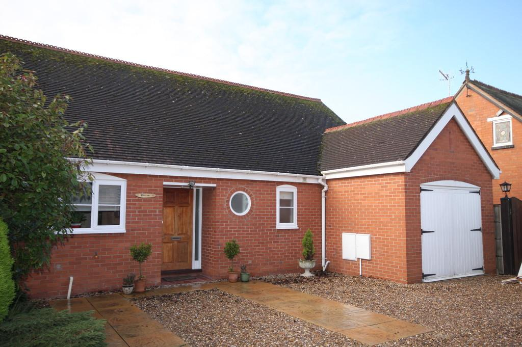 2 Bedrooms Detached Bungalow for sale in Victoria Road, Bidford-on-avon