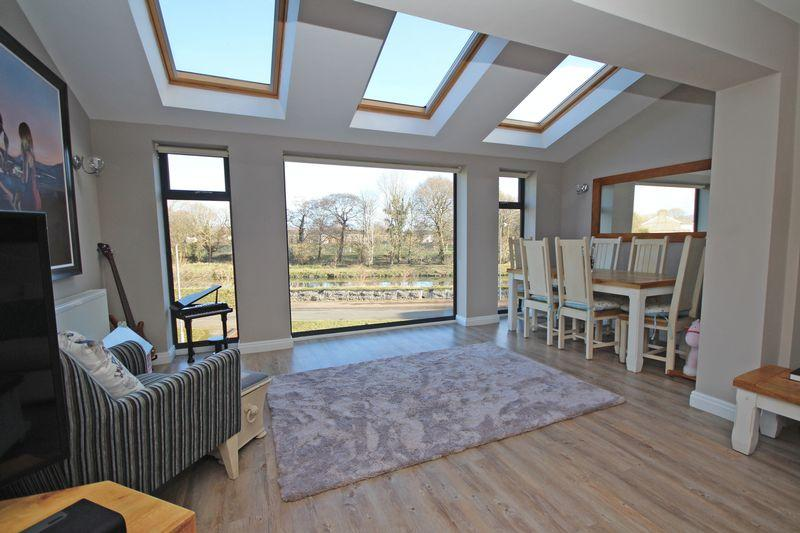 5 Bedrooms Detached House for sale in River View Court, Llandaff
