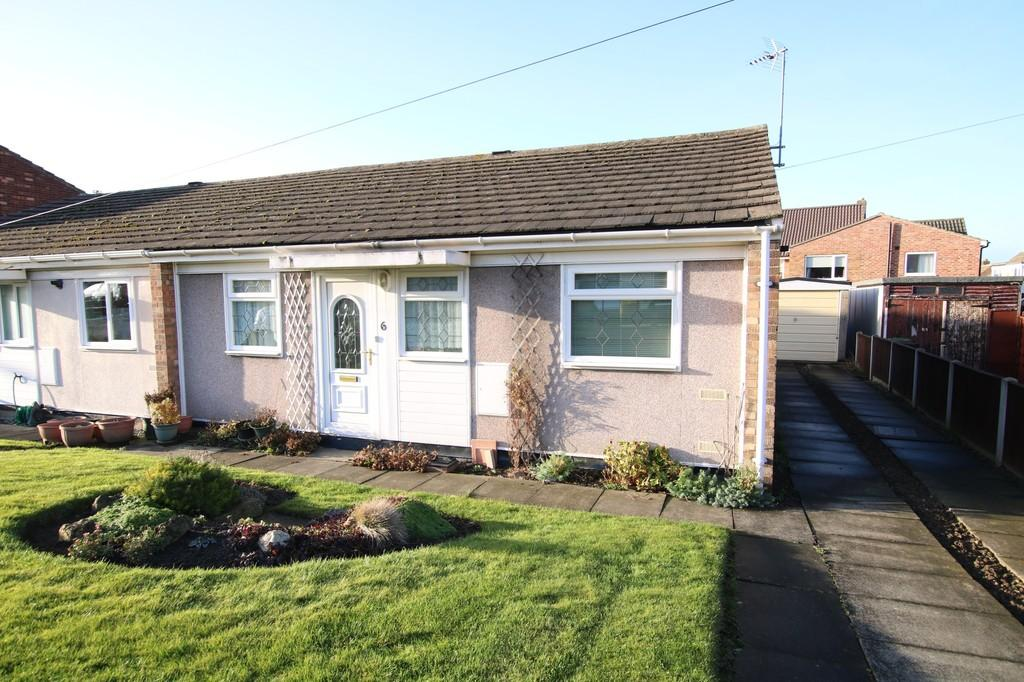 2 Bedrooms Semi Detached Bungalow for sale in Springhill Mount, Crofton
