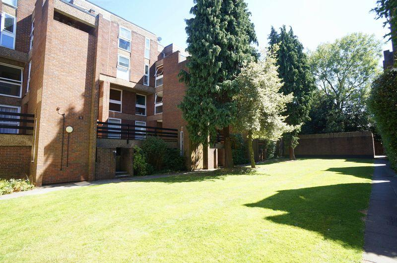 2 Bedrooms Flat for sale in Longlands Road, Sidcup, DA15 7LZ