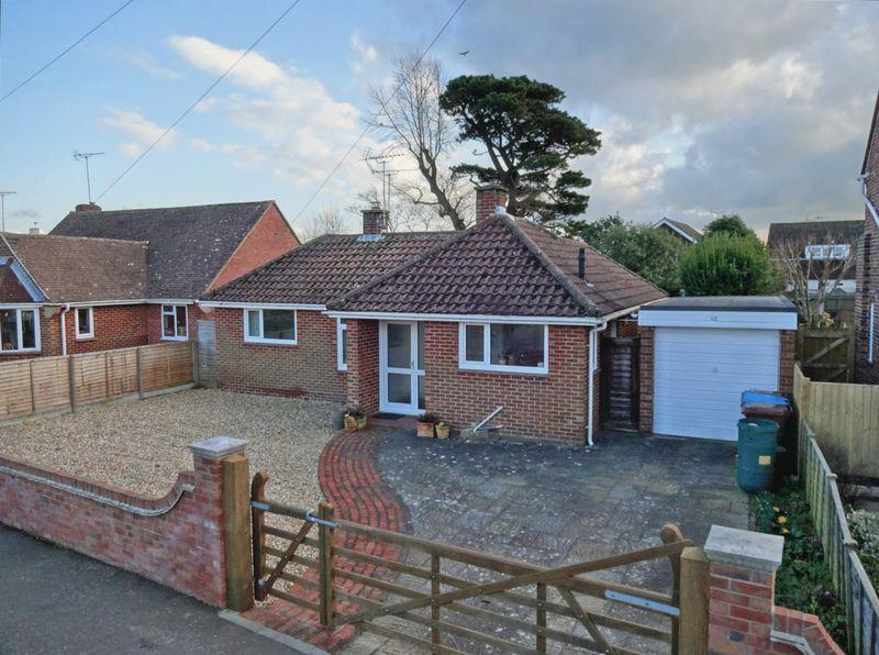 3 Bedrooms Detached Bungalow for sale in Felpham, West Sussex