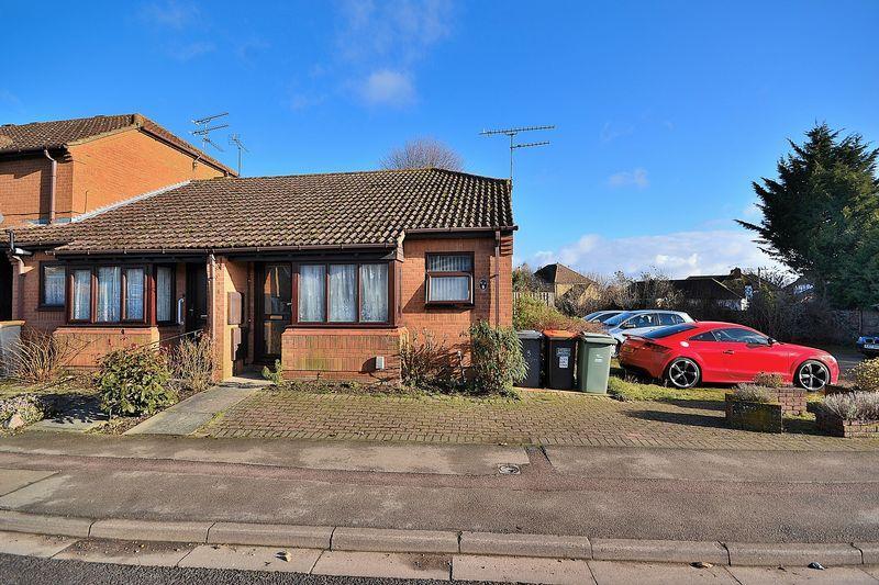 2 Bedrooms Bungalow for sale in Ledburn Grove, Linslade