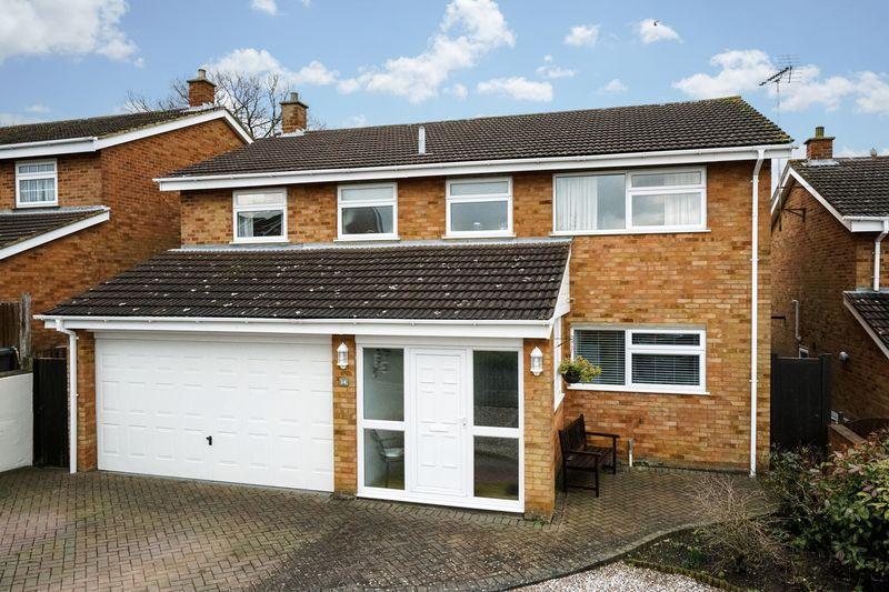 5 Bedrooms Detached House for sale in Crosslands, Caddington