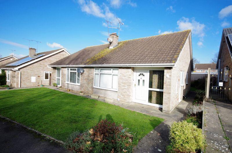 2 Bedrooms Semi Detached Bungalow for sale in Victoria Close, Thornbury, Bristol