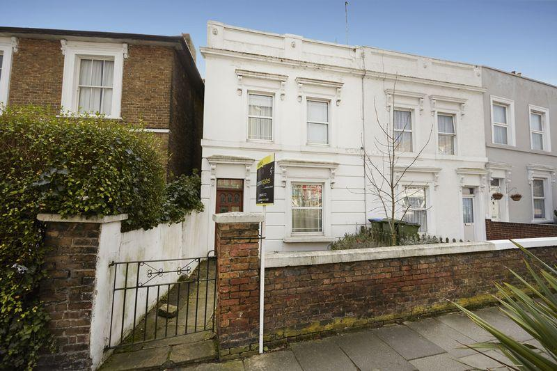 2 Bedrooms Semi Detached House for sale in Southend Crescent, Eltham SE9