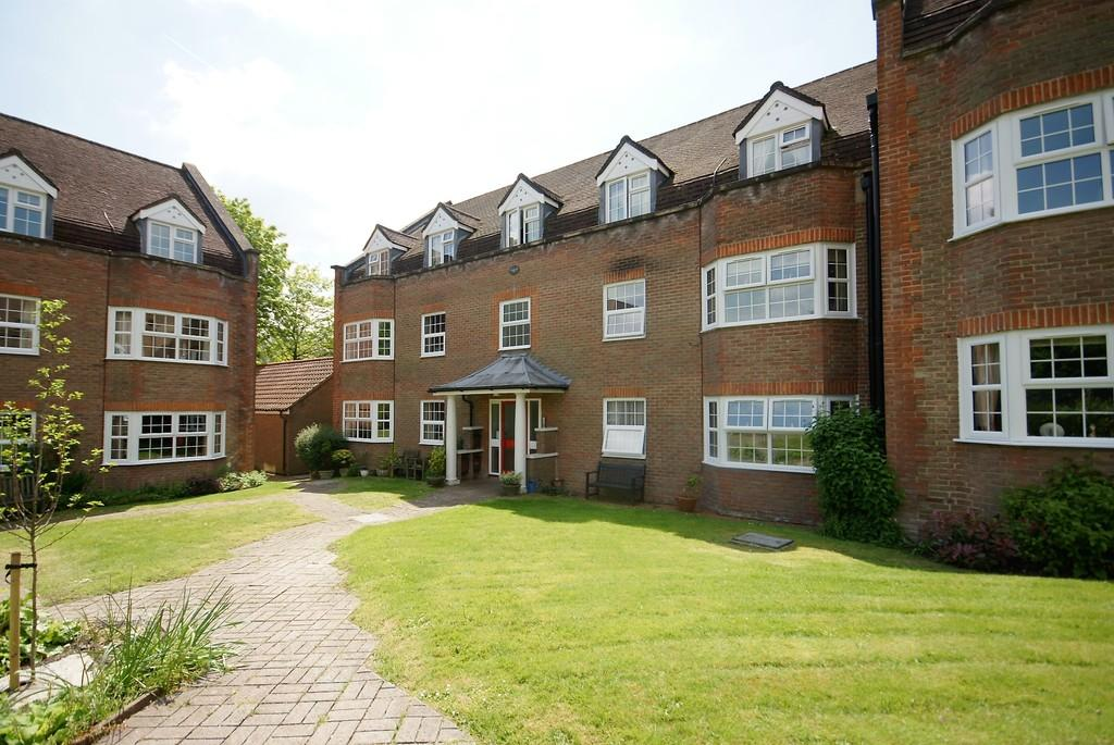 2 Bedrooms Ground Flat for sale in York Mews, ALTON, Hampshire