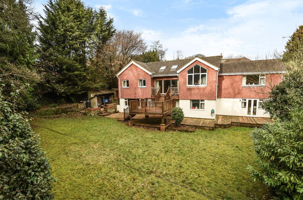 5 Bedrooms Detached House for sale in Rowhills, Farnham