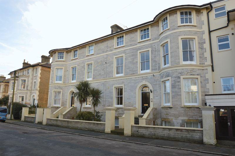 2 Bedrooms Apartment Flat for sale in THE STRAND, RYDE