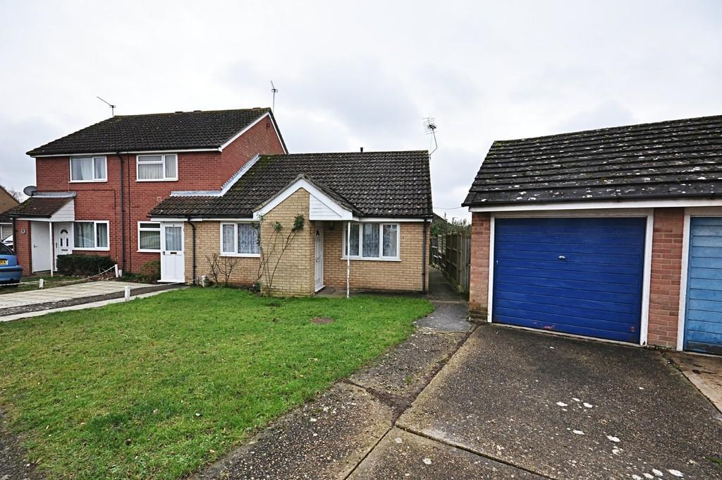 2 Bedrooms Semi Detached Bungalow for sale in Fisher Road, Diss