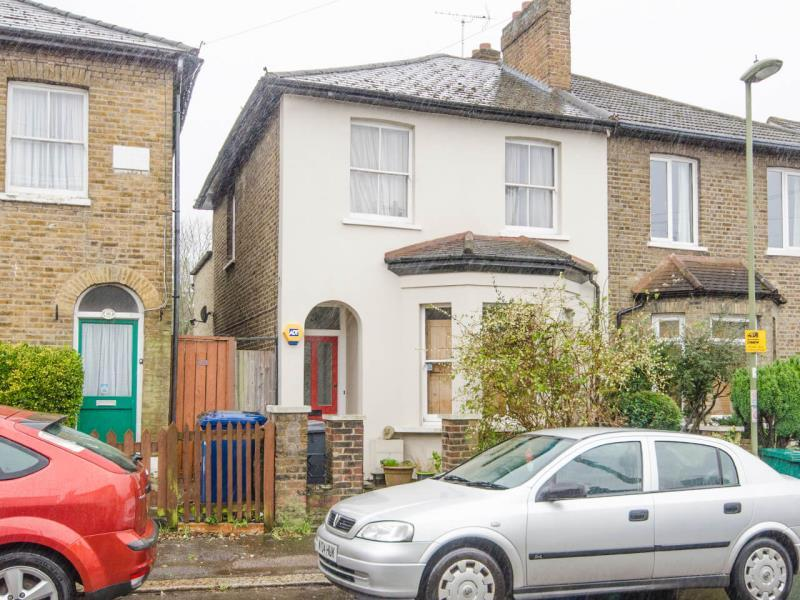 2 Bedrooms Semi Detached House for sale in Trinity Road, N2