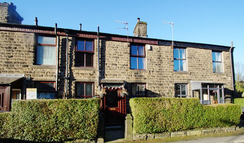 2 Bedrooms Terraced House for sale in Lee Street, Uppermill OL3