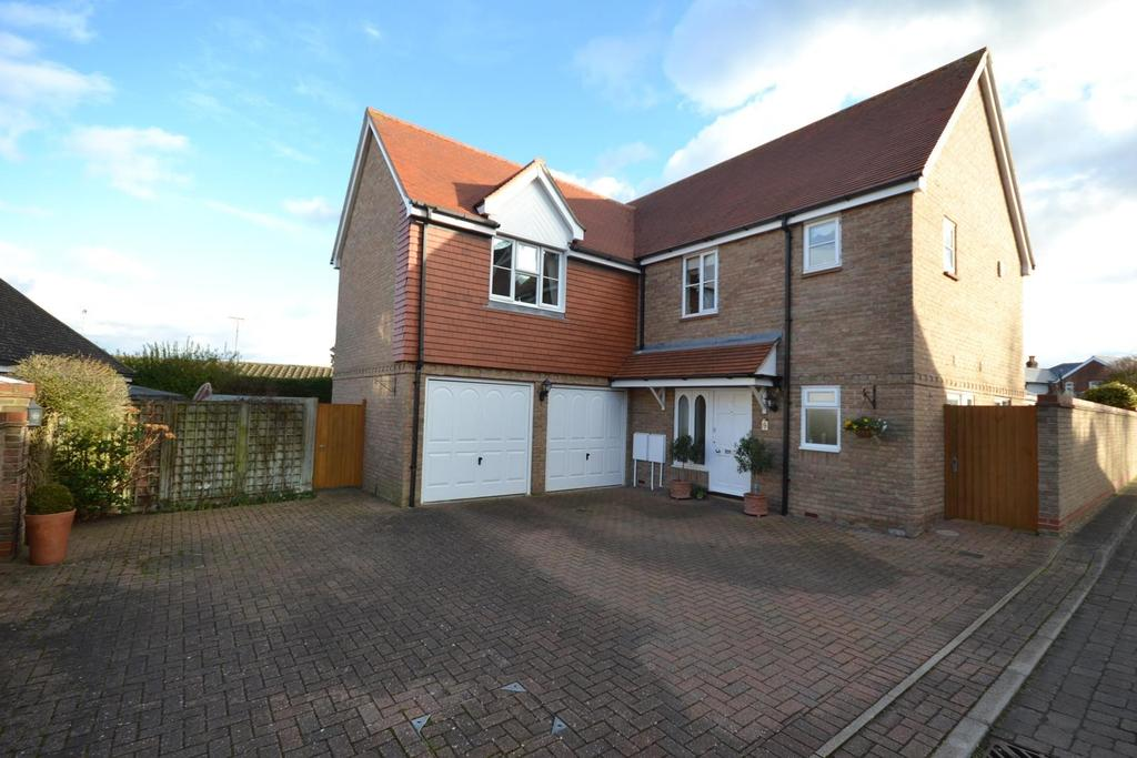 4 Bedrooms Detached House for sale in Whitehead Close, Writtle, Chelmsford, Essex, CM1