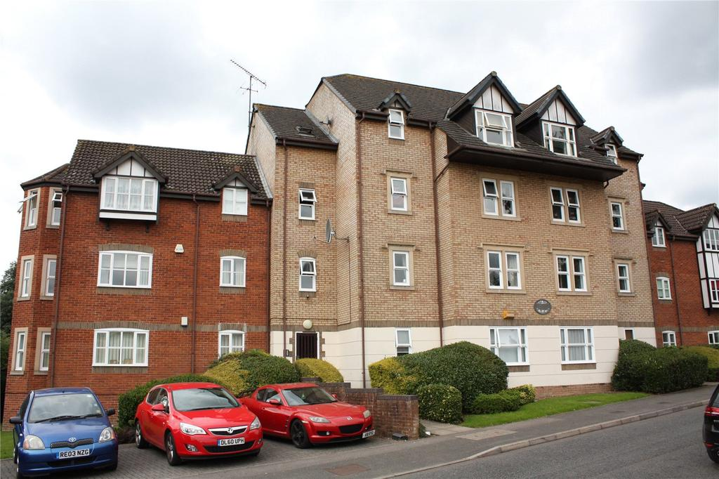 2 Bedrooms Apartment Flat for sale in Ashdown House, Rembrandt Way, Reading, Berkshire, RG1