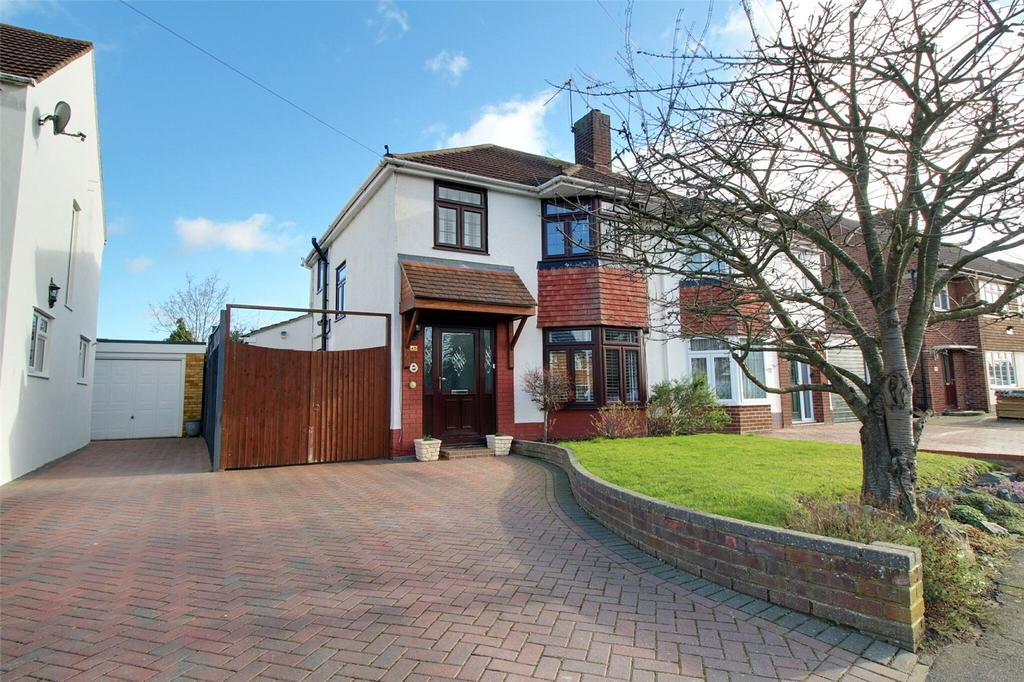 3 Bedrooms Semi Detached House for sale in Rowan Drive, Woodley, Reading, Berkshire, RG5