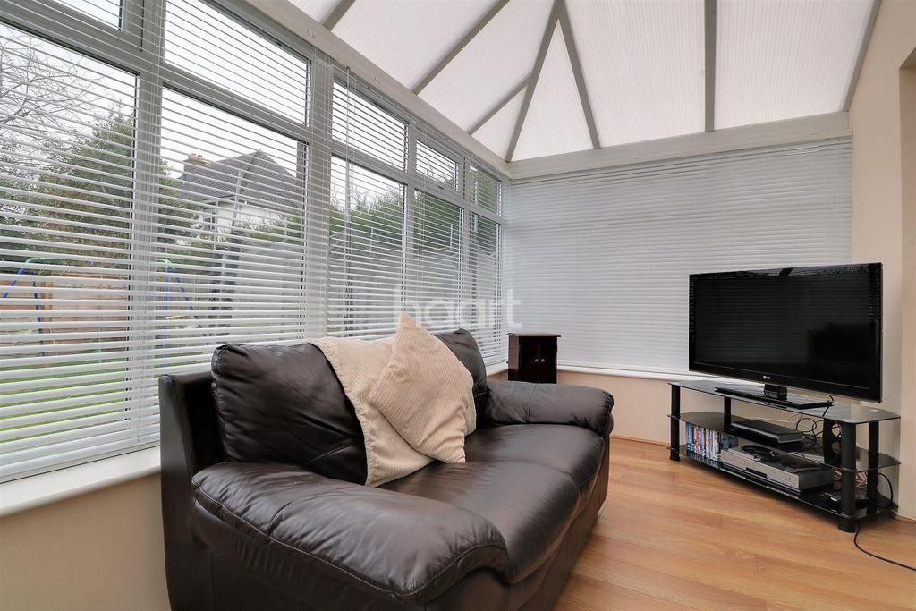 5 Bedrooms Detached House for sale in Oakwood Gardens, Orpington