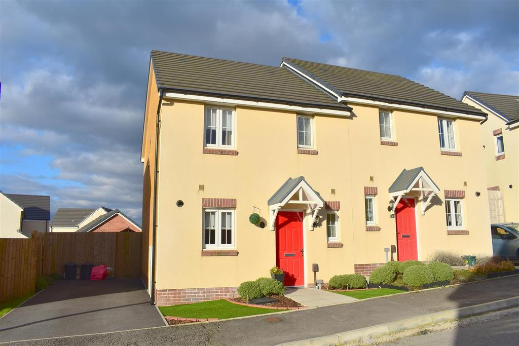 3 Bedrooms Semi Detached House for sale in Emily Fields, Birchgrove, Swansea