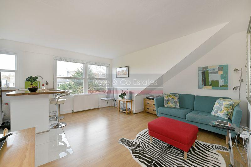 2 Bedrooms Flat for sale in Fairhazel Gardens, South Hampstead London