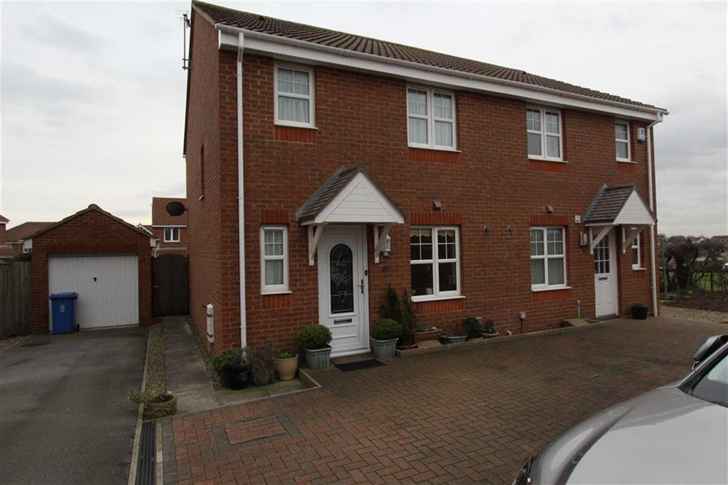 3 Bedrooms Semi Detached House for sale in Farndale Road, Bridlington, East Yorkshire, YO16