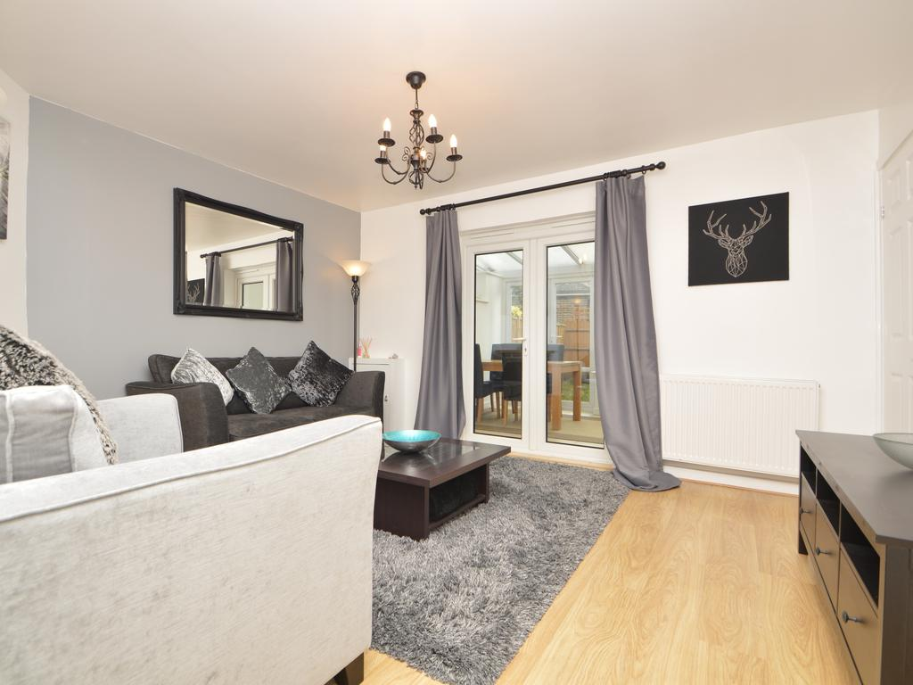 2 Bedrooms Terraced House for sale in Monument Road, Weybridge KT13