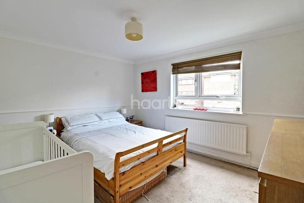 2 Bedrooms Flat for sale in Great Cullings, Rush Green, Romford