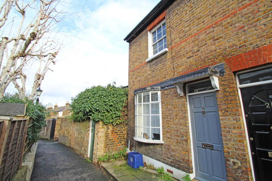 2 Bedrooms End Of Terrace House for sale in Albany Passage, Richmond