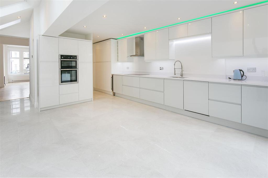 3 Bedrooms Terraced House for sale in Ferrers Road, Streatham, SW16
