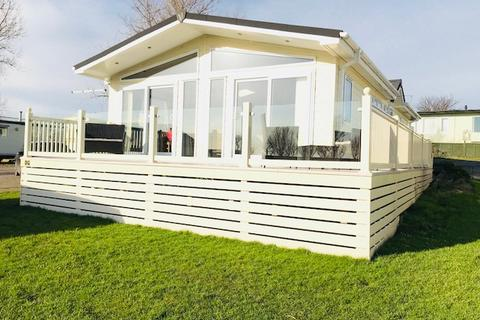 2 bedroom lodge for sale - Sand le Mere Holiday Village, Southfield Lane, Tunstall, East Yorkshire, HU12 0JN