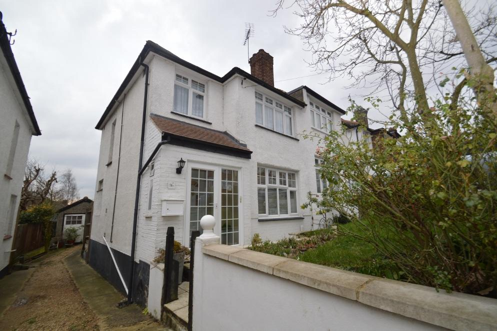 3 Bedrooms Semi Detached House for sale in DUNCROFT, PLUMSTEAD, LONDON SE18
