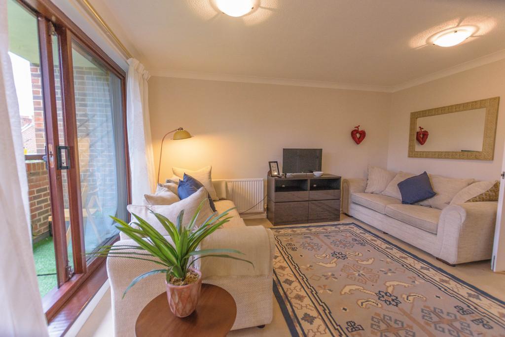 2 Bedrooms Apartment Flat for rent in Morley Road, Farnham