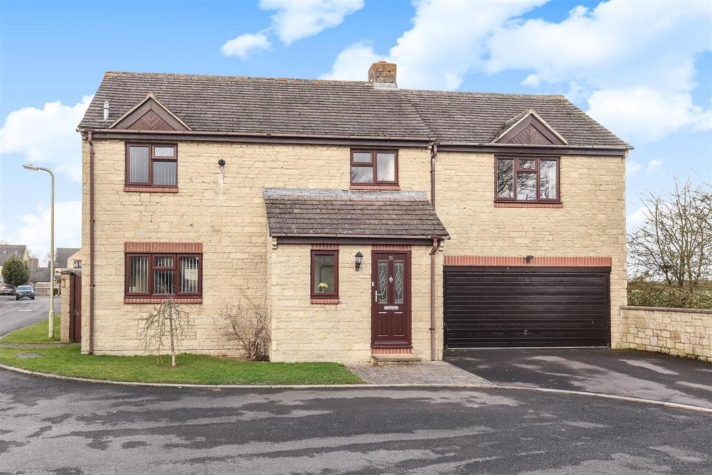 4 Bedrooms Detached House for sale in Chestnut Close, Brize Norton