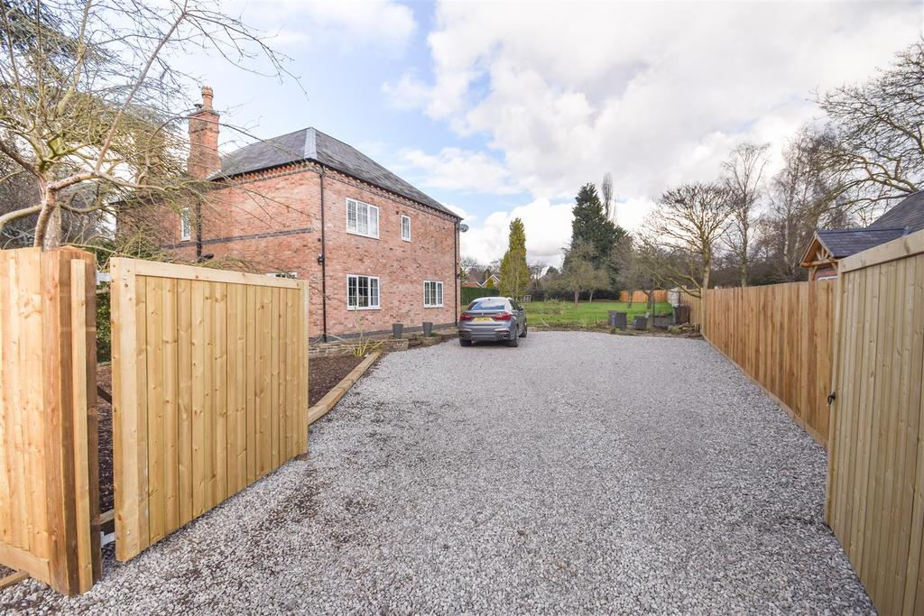 5 Bedrooms Detached House for sale in Nethergate, Clifton Village, Nottingham