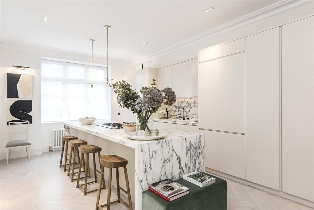 2 Bedrooms Apartment Flat for sale in Eresby House, Knightsbridge, Rutland Gate, London, SW7