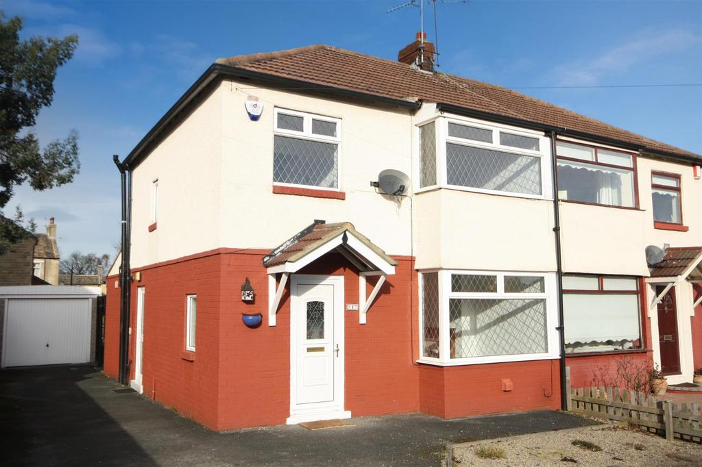 3 Bedrooms Semi Detached House for sale in Foxholes Lane, Calverley