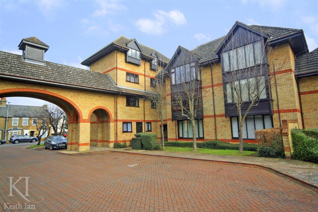 2 Bedrooms Apartment Flat for sale in Lygean Avenue, Ware - EXTENDED LEASE !