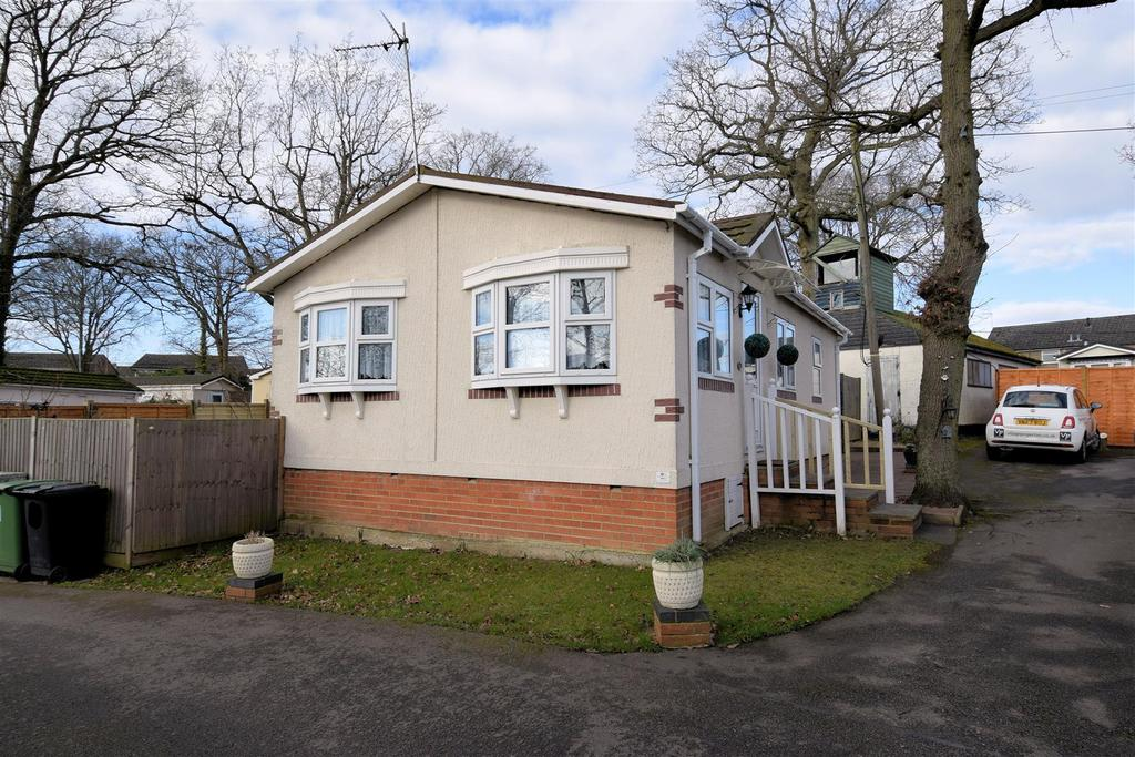 2 Bedrooms House for sale in Third Avenue, Garstons Park, Tilehurst