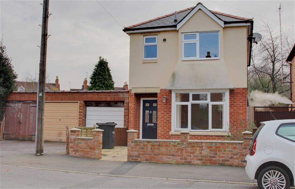 3 Bedrooms Detached House for sale in Deans Way, Gloucester