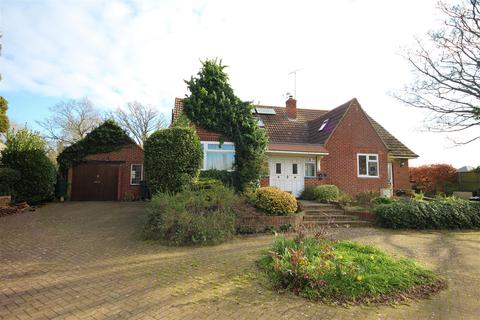 4 bedroom detached bungalow to rent - Church Road, Earley, Reading
