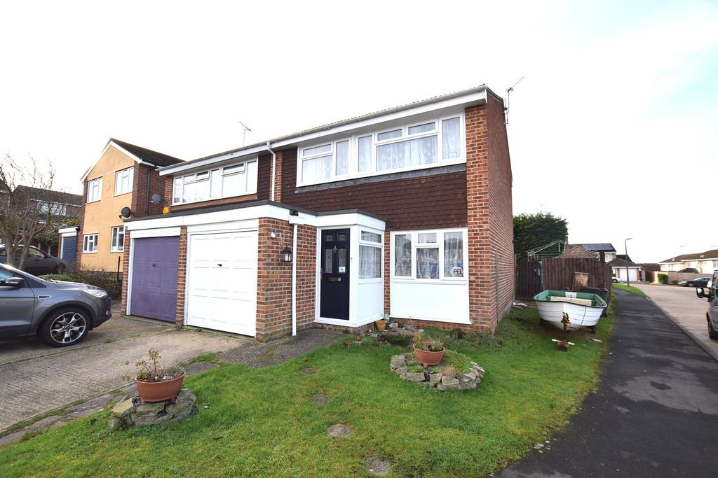 3 Bedrooms Semi Detached House for sale in Cavendish Gardens, Braintree
