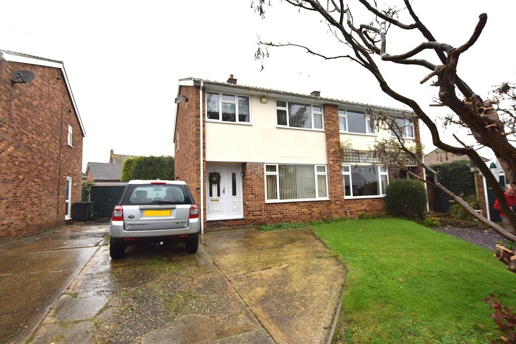 3 Bedrooms Semi Detached House for sale in Giffins Close, Braintree