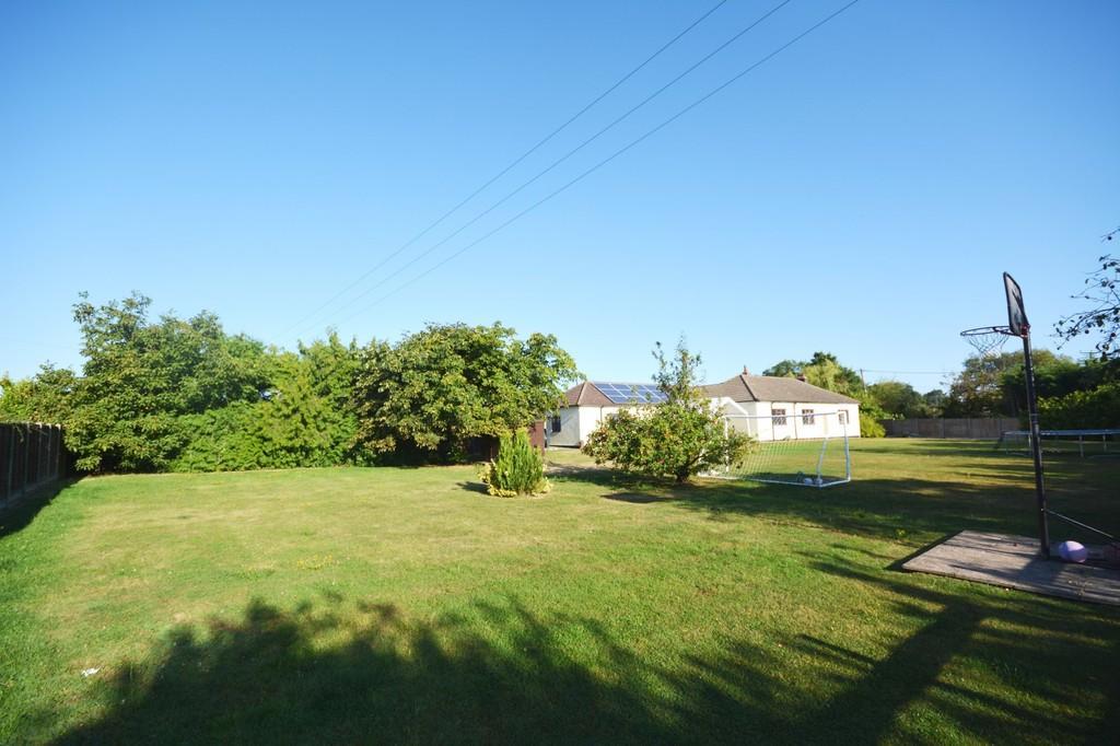4 Bedrooms Detached Bungalow for sale in Braintree Green, Rayne, Braintree