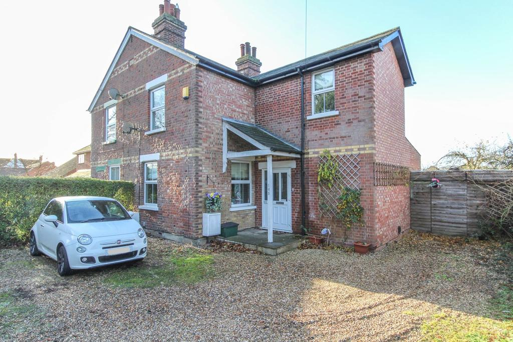 3 Bedrooms Semi Detached House for sale in Straight Road, Colchester, CO3