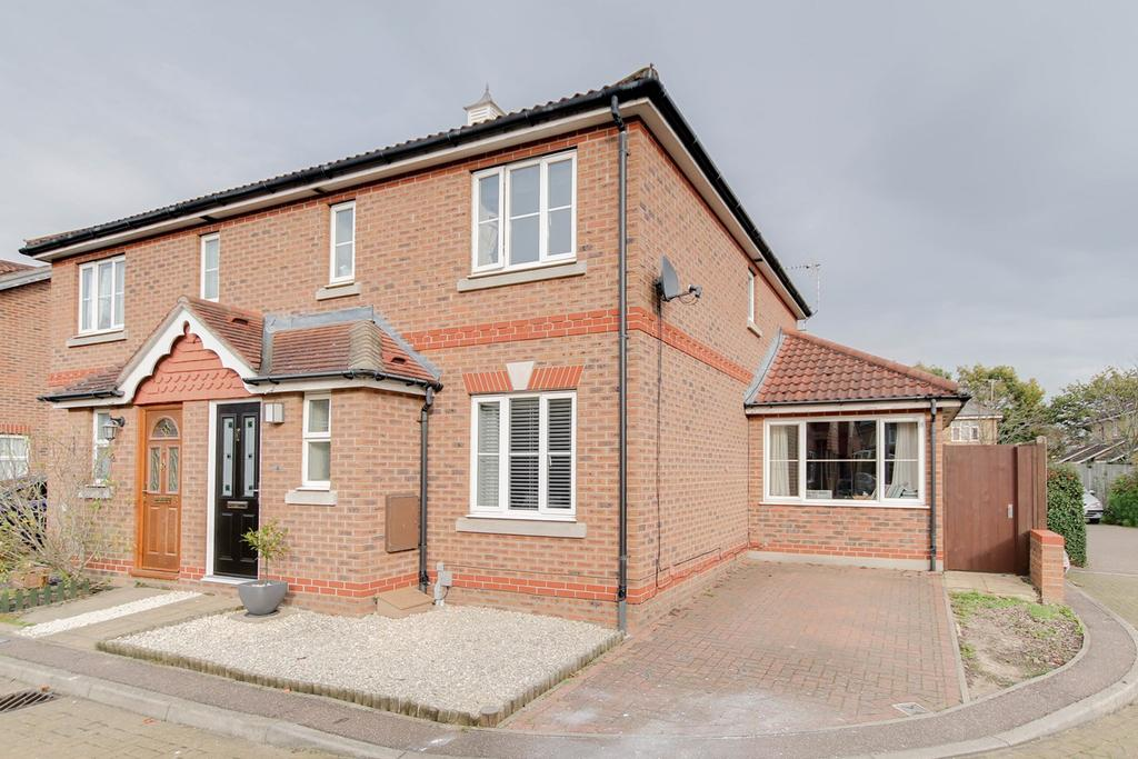 4 Bedrooms Semi Detached House for sale in Domitian Close, Colchester, CO4