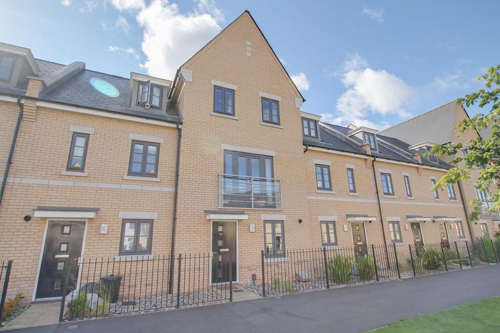 4 Bedrooms Town House for sale in Roberts Road, Colchester, CO2