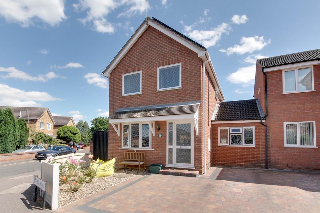 3 Bedrooms Link Detached House for sale in Hunters Ridge, Highwoods, Colchester, CO4