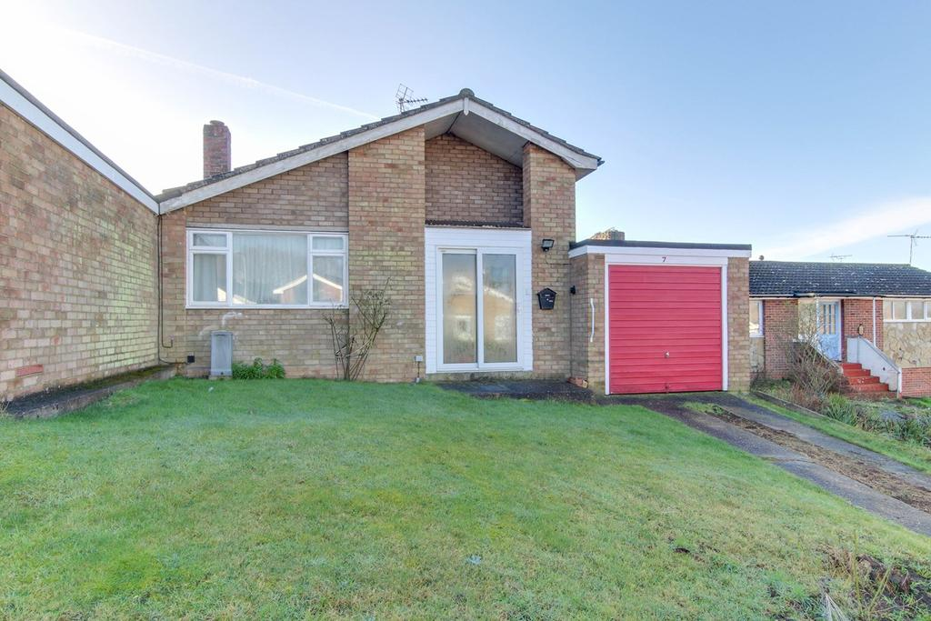 2 Bedrooms Semi Detached Bungalow for sale in Norfolk Crescent, Colchester, CO4