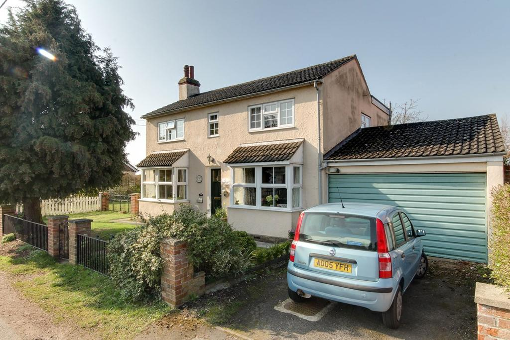 4 Bedrooms Detached House for sale in Heath Road, Stanway, Colchester, CO3